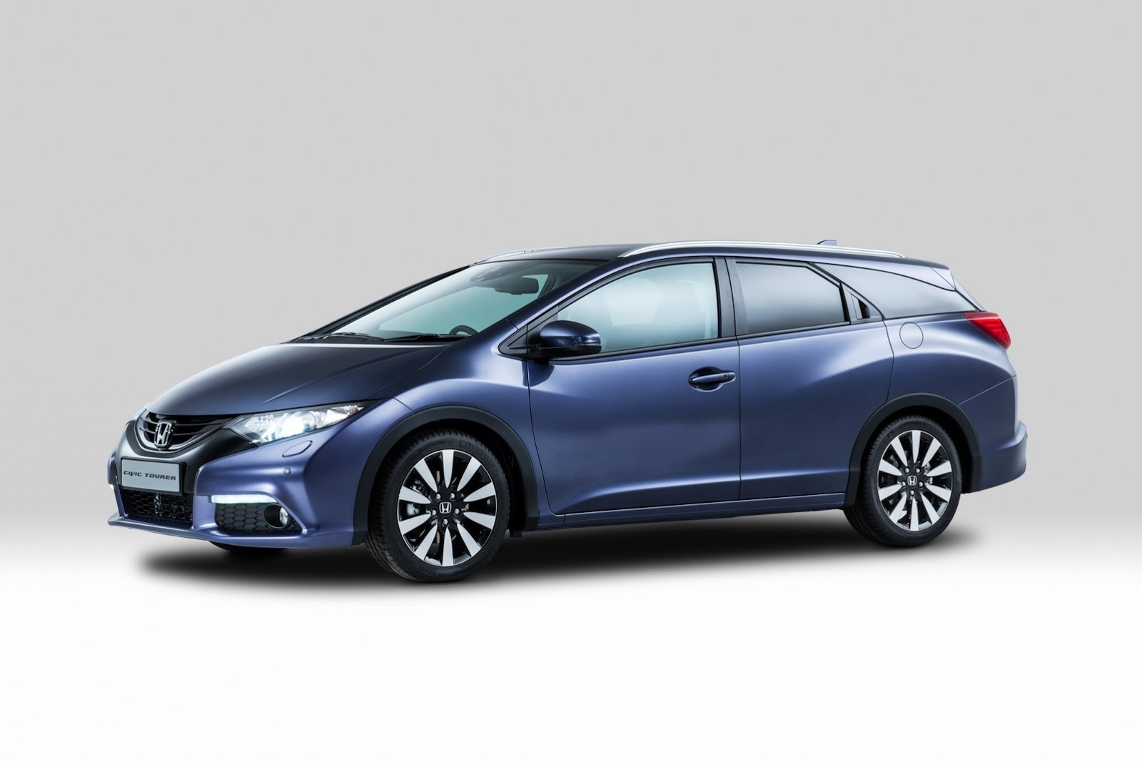 2014-Honda-Civic-Tourer-1[2]