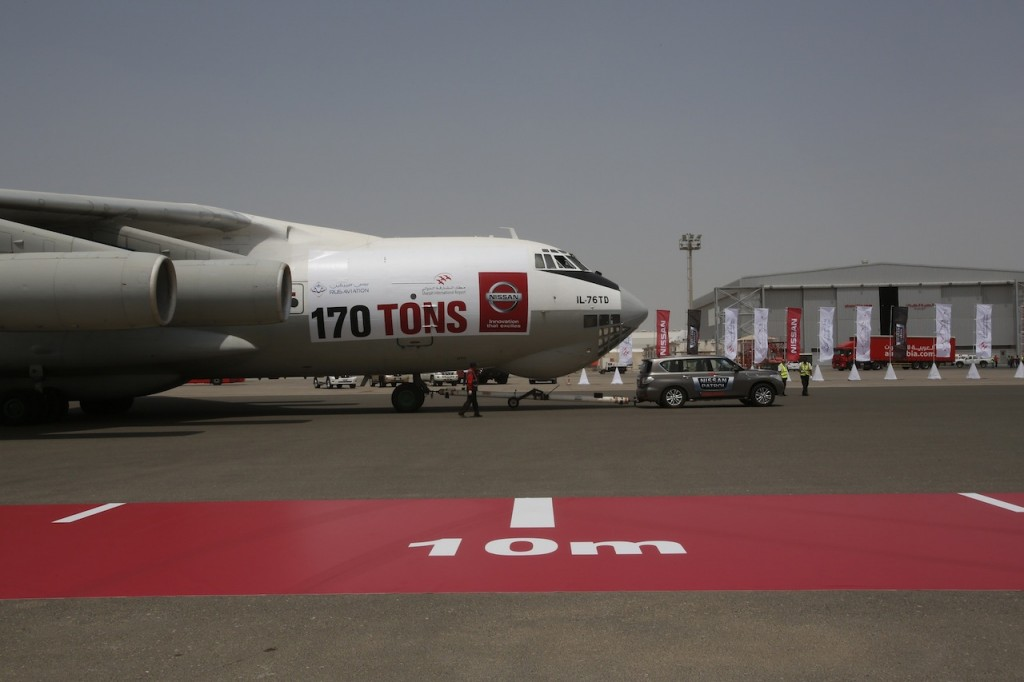 Nissan-Patrol-Guinness-World-Records-for-pulling-plane-1024x682