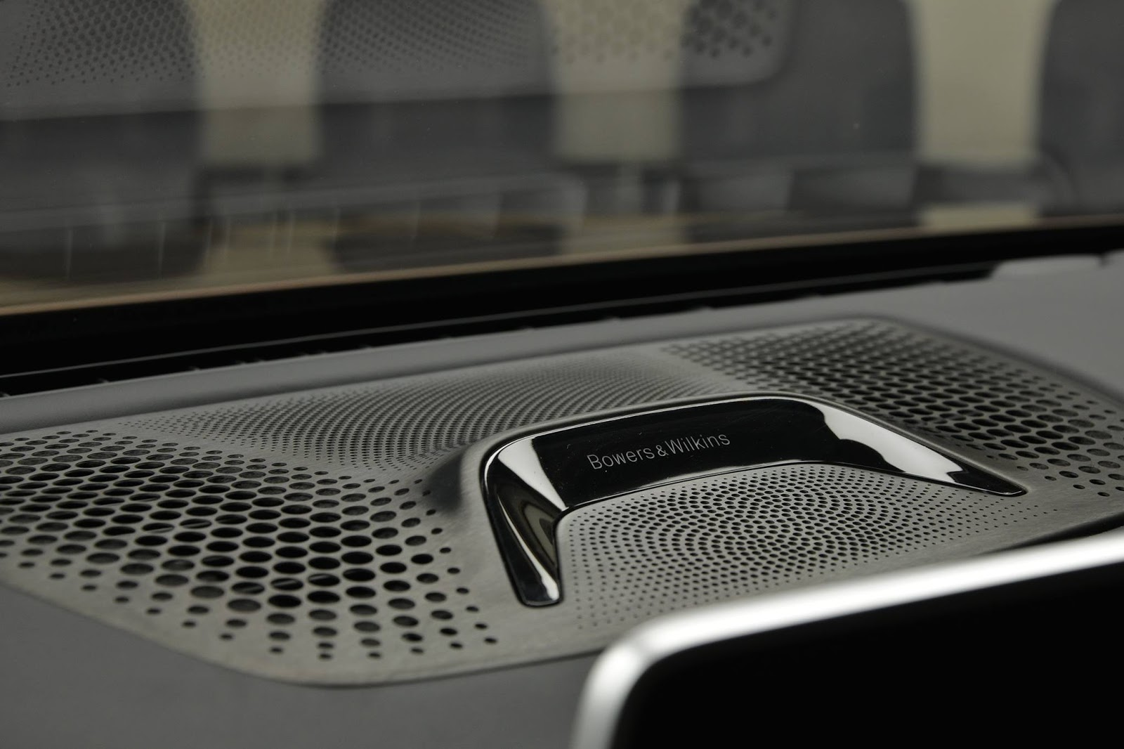 Bowers & Wilkins w Alpina B7