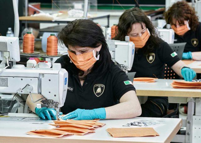 Lamborghini szyje maski. Producenci samochodów przyłączają się do walki z koronawirusem