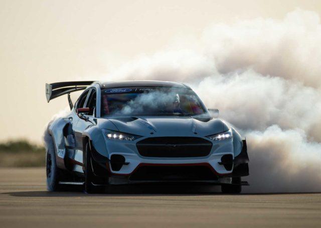 Oto szalony projekt Forda – Mustang Mach-E 1400