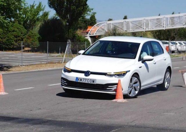 Nowy Volkswagen Golf kontra test łosia