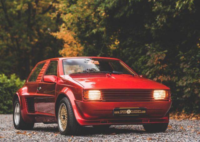 Sbarro Super Eight trafił na sprzedaż. Ma silnik Ferrari i krwistoczerwone nadwozie