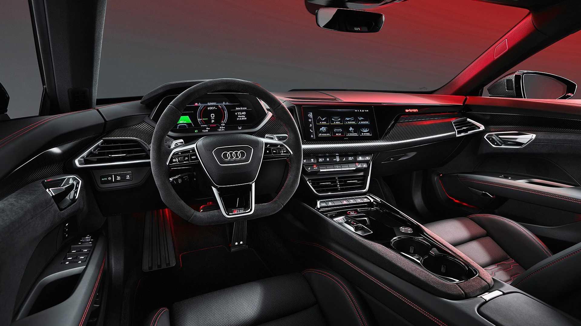 Audi RS E-Tron GT ma wiele fizycznych przyciskow w kokpicie