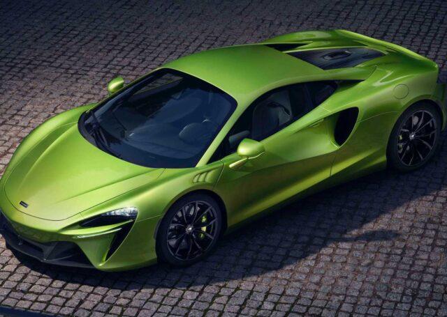 McLaren Artura to superhybryda, którą naładujesz w garażu