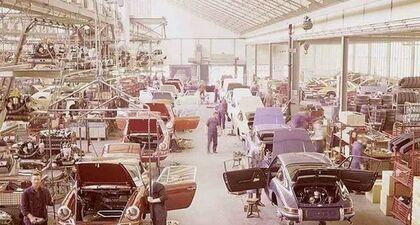 Rok 1970. Linia montażowa Porsche 911 w Stuttgarcie.  Wówczas nie było problemu z półprzewodnikami.…