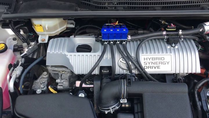 Niezawodny napęd hybrydowy  Taki slogan widnieje na tylnych szybach Toyot. Marka od lat bazuje na…