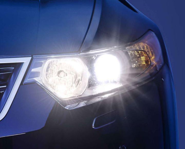 Skrobanie reflektorów w zimie❓  Prawie żaden kierowca tego nie robi oprócz grupy, która wymieniła…