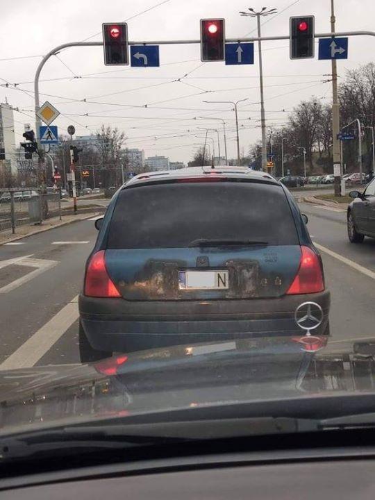 Jaki to poziom druciarstwa❓   Niektórzy kierowcy w obawie przed karą przerabiają swoje samochody na…