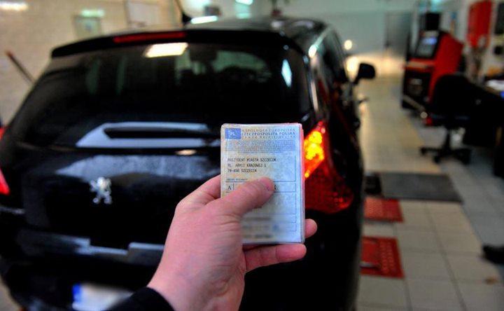 Masz wycieki? Twoje auto może nie przejść przeglądu! Układ kierowniczy i zawieszenie – najczęściej z…