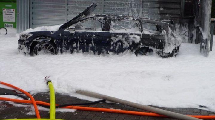 Wlała benzynę do diesla i postanowiła ją wyssać odkurzaczem. Samochód wybuchnął!  55-letnia kobieta…