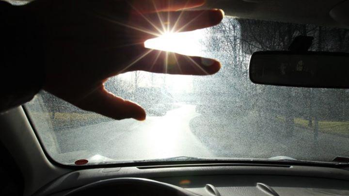 Jazda w oślepiającym słońcu jest szalenie niebezpieczna – zimą w szczególności. O tej porze roku…