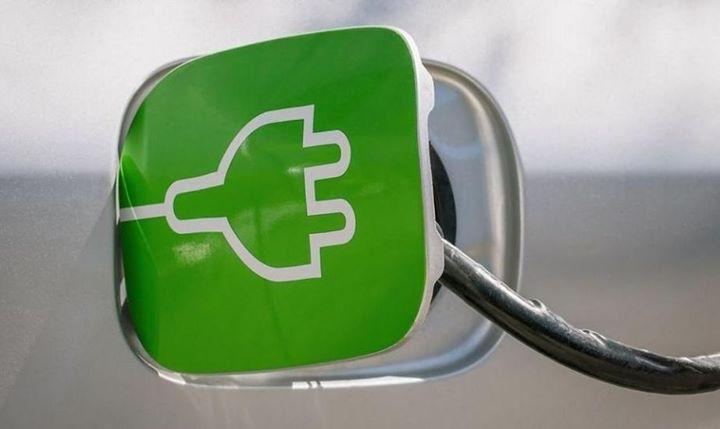 Milion samochodów elektrycznych do 2025 roku?!  Darmowe ładowanie, dopłaty do pojazdów na prąd i…
